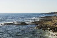Les baigneurs profitent de la mer sur la Côte Bleue.